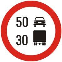 Indicator rutier interzicere sau restrictie Limitare de viteza diferentiata pe categorii de vehiculeC30